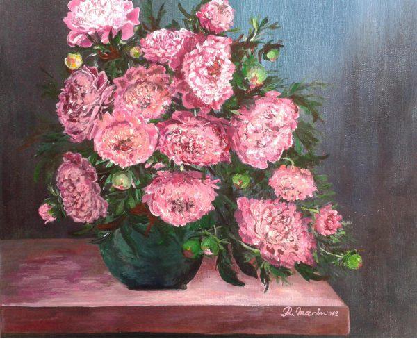 flori roz într-o vază